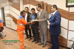 تجلیل از حافظان پاکیزگی/ توسط شهردار برازجان پاکبانانی که در ایام انتخابات تلاش مضاعفی داشتند تقدیر شد .