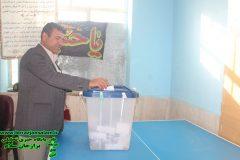ریس شورای اسلامی شهر برازجان رای خود را به صندوق انداخت + تصاویر