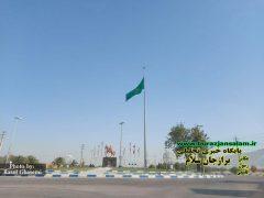 پرچم مزین به نام امام رضا(ع) در ورودی شهر خورموج استان بوشهر برافراشته شد