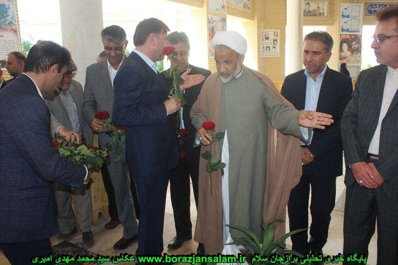 تصاویر مراسم گل افشانی گلزار شهدای شهر برازجان با حضور مسئولان دشتستان